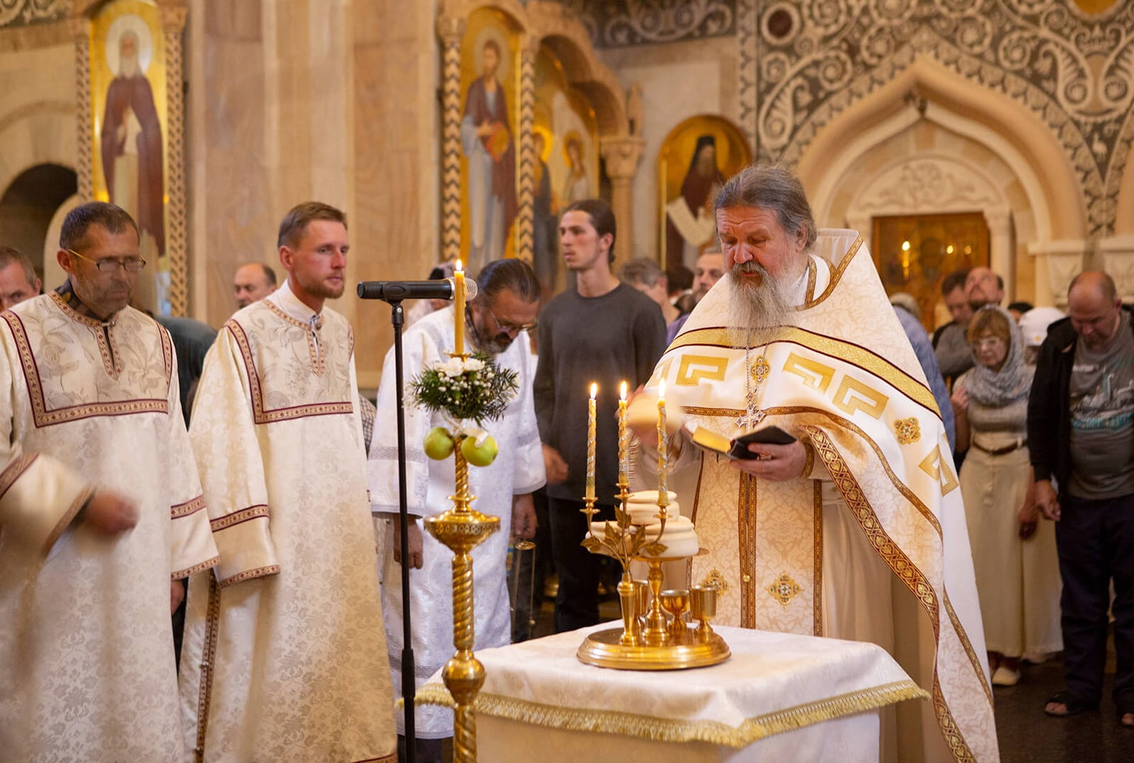 father andrey lemeshonok transfiguration service